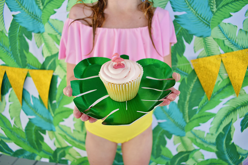 6th Birthday Flamingle - Palm Plate Flamingo Cupcake