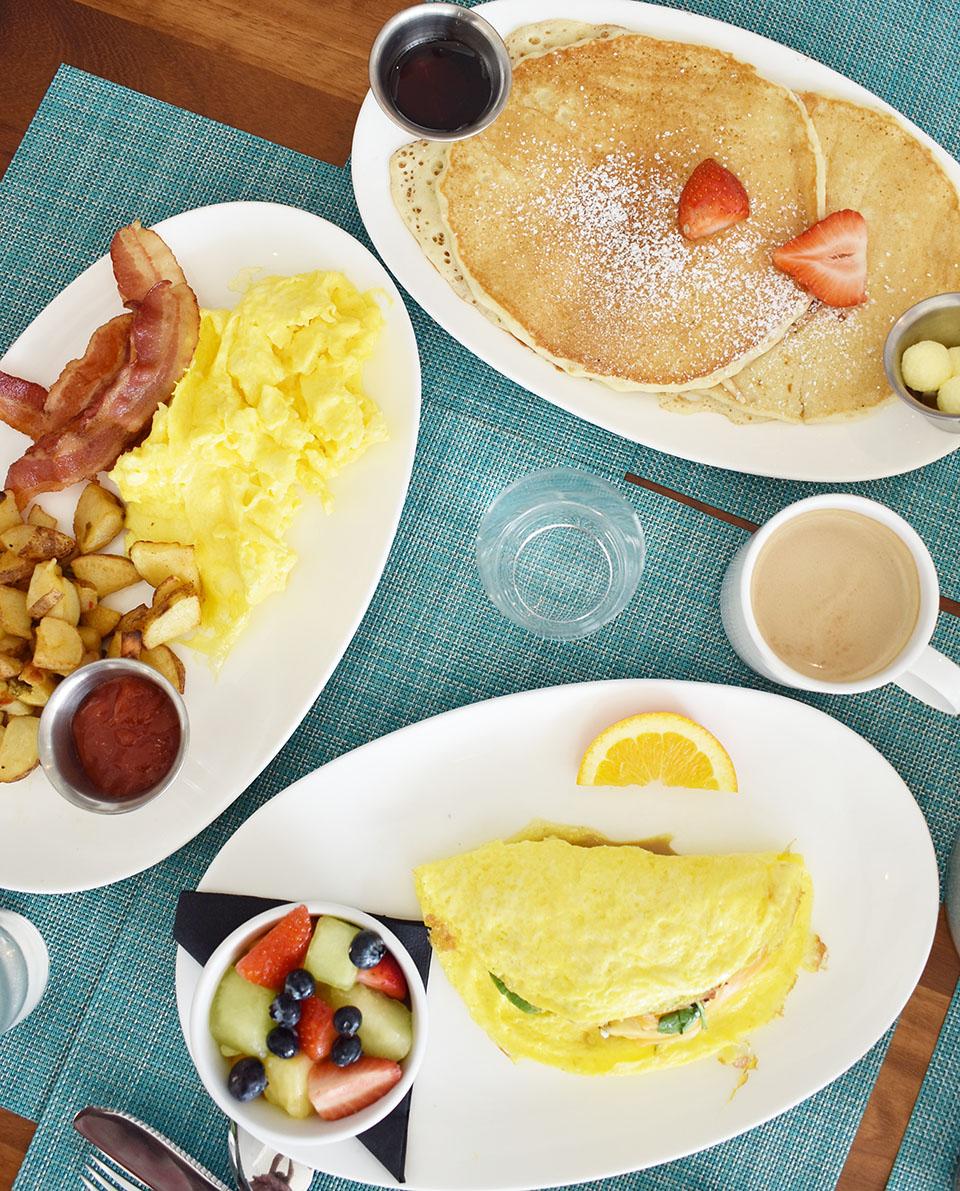 Amara Cay Resort reelburger breakfast