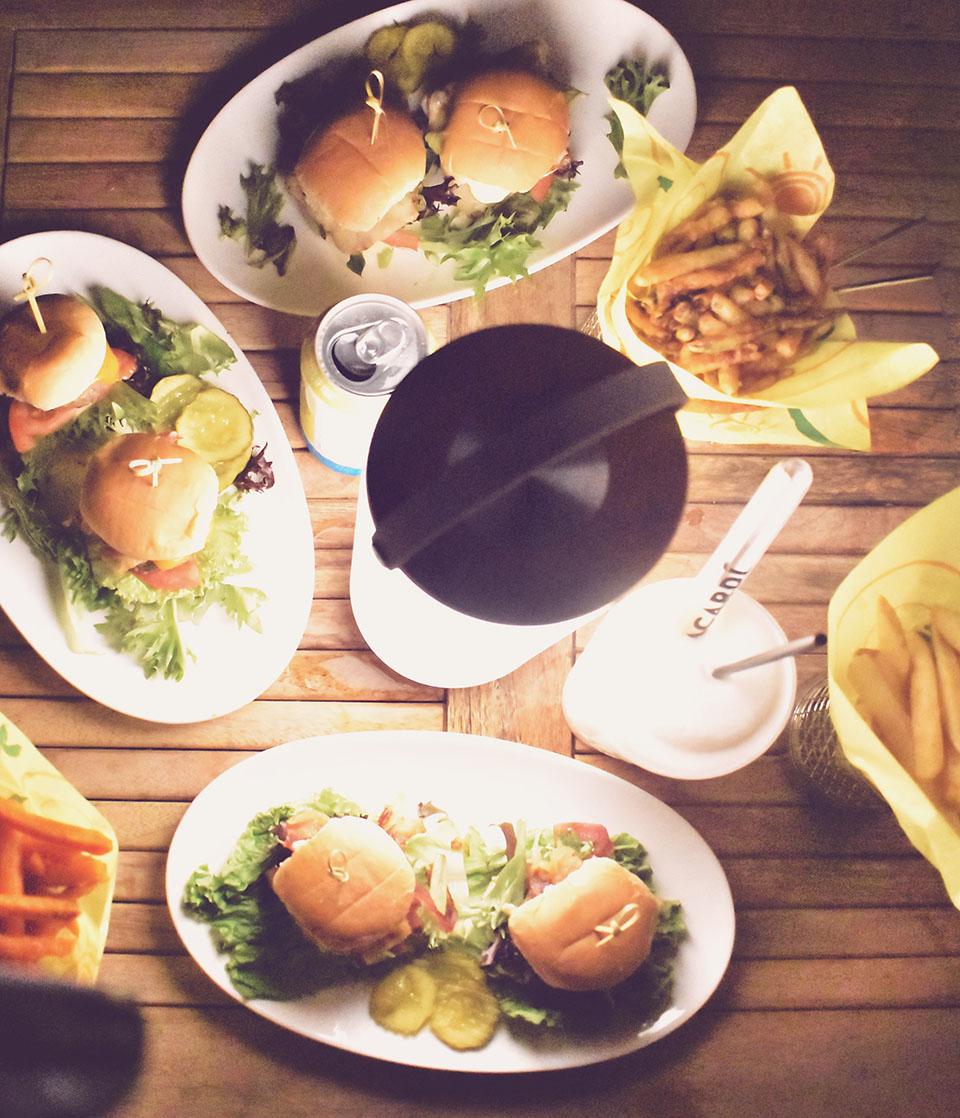 Amara Cay Resort reelburger dinner overhead
