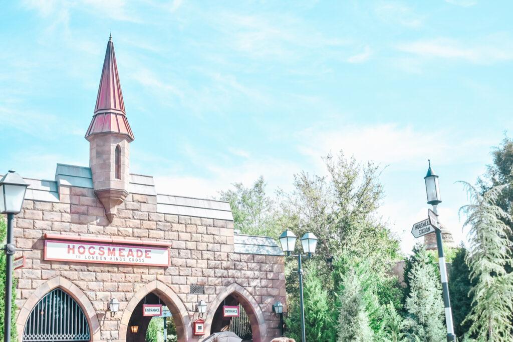 30A Mama Travel - Universal Wizarding World of Harry Potter - Kings Cross Hogsmeade
