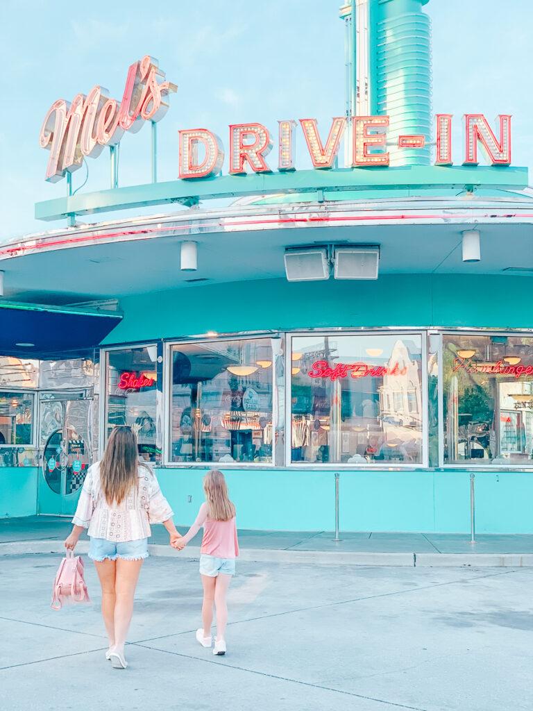 30A Mama Travels - Universal Studios - Mels Drive In